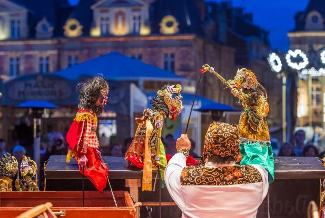 Théâtre de marionnettes à la tombée de la nuit