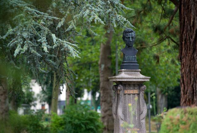 Le buste d'Arthur Rimbaud - Square de la Gare à Charleville