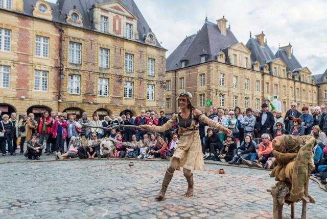 Spectacle de marionnettes place Ducale