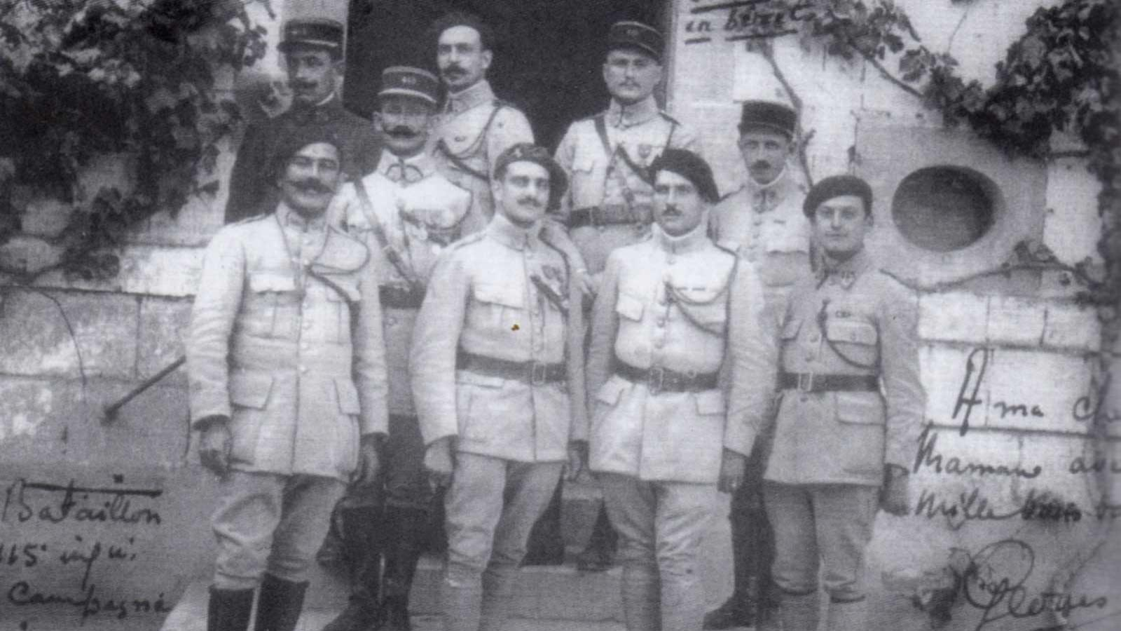 L'encadrement du 1er bataillon du 415e R.I. en 1918 (au centre, le Cne Lebreton) - archives de Vrigne-Meuse