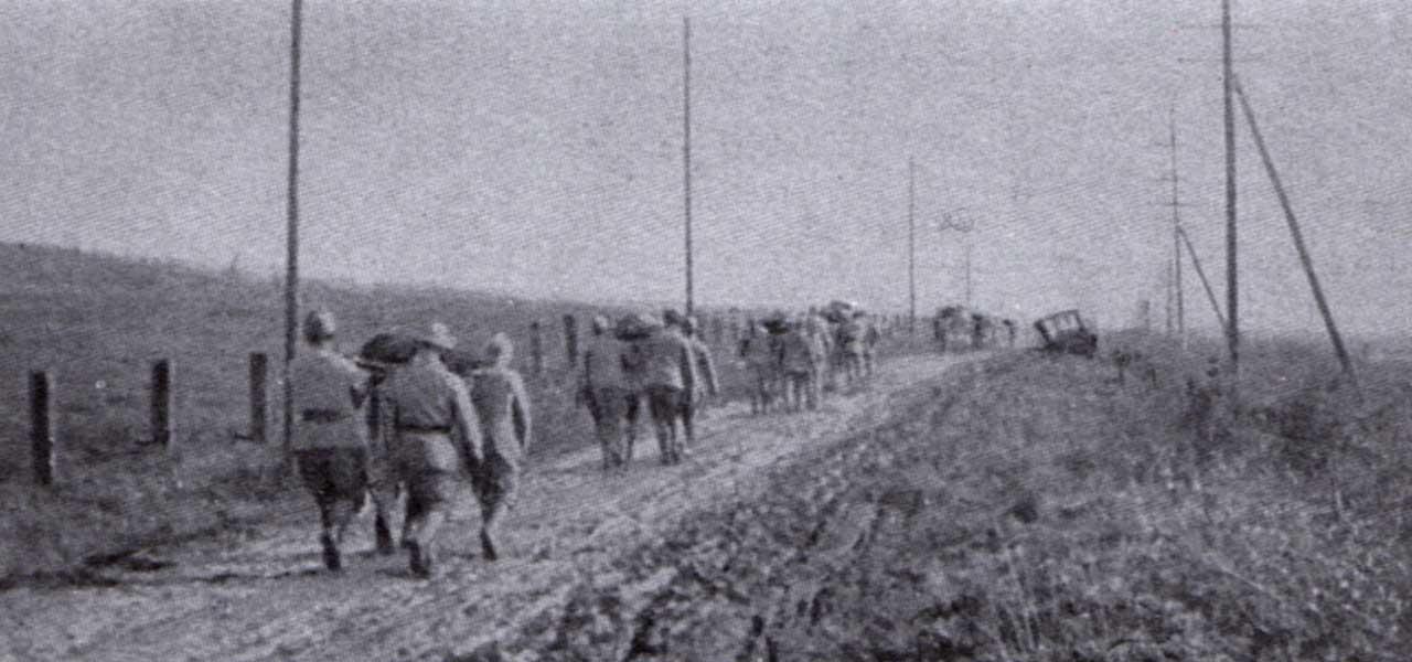 Les derniers morts de la guerre ramenés à Vrigne-Meuse par les soldats du 415e R.I. le 11 novembre après-midi