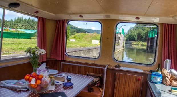 Interieur d'un bateau sur la Meuse