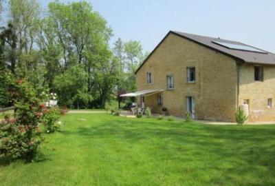 Maison à 8kms de Charleville-Mézières, piscine couverte, prêt de VTT - Haudrecy - Ardennes